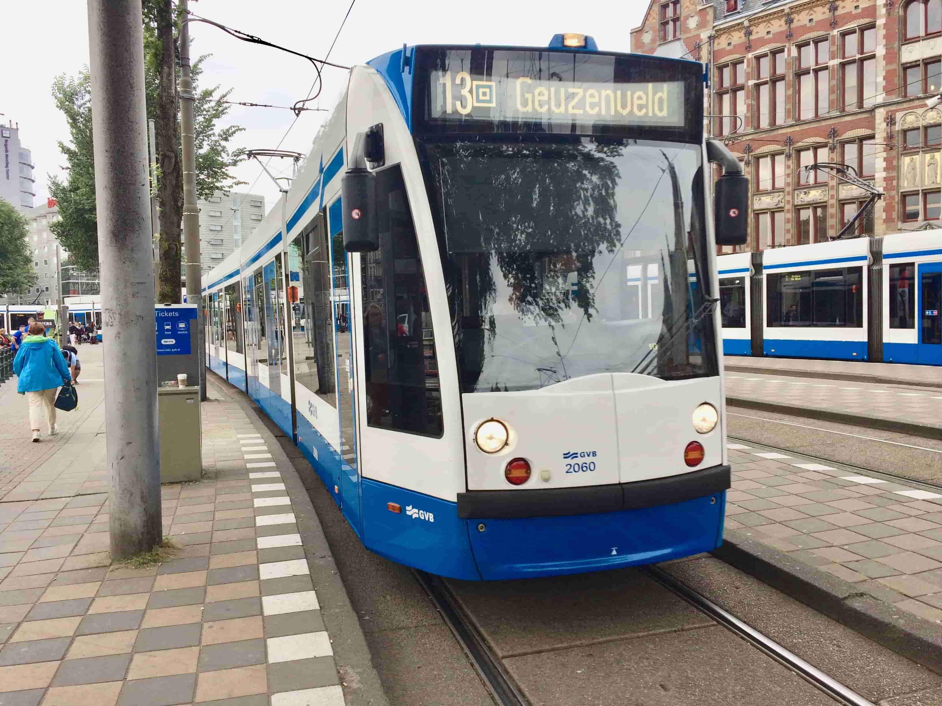Parada del tranvía en Estación Central Amsterdam